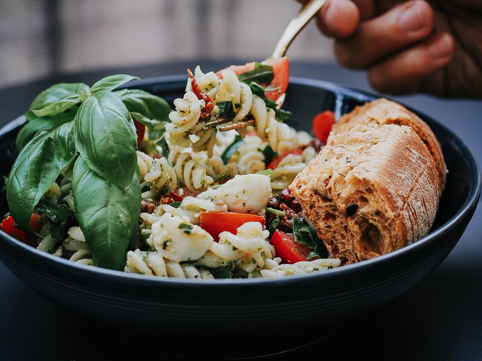 Grillrezept: Mediterraner Nudelsalat